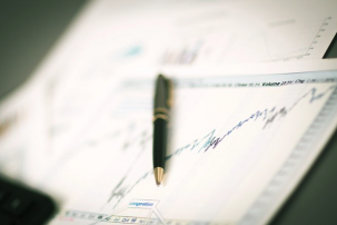 Economische en financiële crises: analyse van mechanismen, beleggersgedrag en beleggingsstrategieën