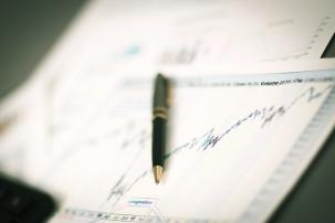 Crises économiques et financières : analyse des mécanismes, du comportement des investisseurs et des stratégies d'investissement